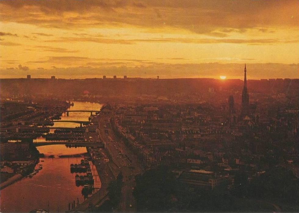 Carte Postale - Rouen (Seine-Maritime) au soleil couchant, panorama depuis la côte Sainte-Catherine | Delcampe