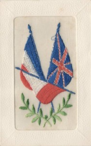 Carte Postale Ancienne brodée - drapeaux français et anglais